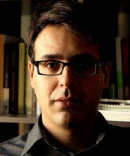 MOHAMED EL MORABET (Alhucemas. Marruecos, 1983). Vive en Madrid desde 2002. Un solar abandonado es su primera novela, publicada por Editorial Sitara en octubre 2018.