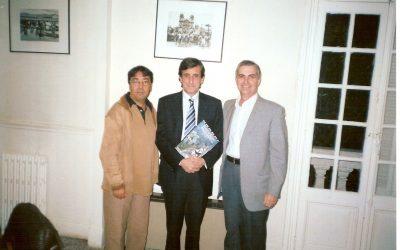 Mohamed Doggui, Julio Martínez Mesanza (director IC Túnez) y José Sarria (Túnez, 2007 )