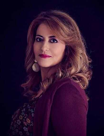 de nacionalidad tunecina y francesa, es profesora de español como lengua extranjera en el instituto público «Tahar Sfar» en la ciudad de Susa (Túnez).