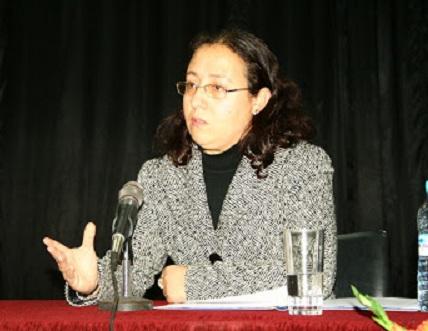 KARIMA BOUALLAL (Alhucemas, Marruecos, 1967). Profesora Titular en el Departamento de Estudios Hispánicos de la Facultad Pluridisciplinar de Nador, Universidad Mohammed I, Marruecos.