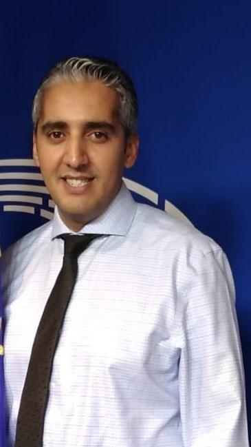 SALAH EDDINE SALHI (Orán, Argelia, 1985). Es profesor e investigador titular en el Departamento de Lenguas y Culturas Extranjeras de la Universidad Abou Bekr Belkaid en Tlemcen, departamento de estudios hispánicos desde noviembre de 2013.