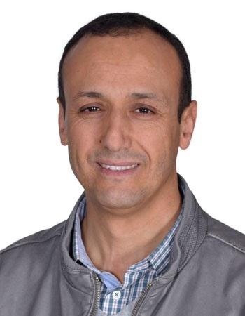 HASSAN BOUTAKKA (Agadir, 1970). Profesor de Lingüística y Traducción en la Universidad Hassan II de Casablanca y coordinador del Equipo de Traducción e Interculturalidad de dicha universidad.