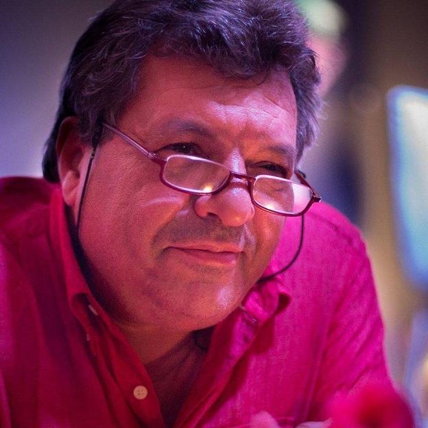 """MUSTAFÁ AKALAY NASSER ( Tánger, 1955) es Doctor en Historia del Arte, urbanista, hispanista, historiador de la arquitectura española contemporánea, formador de agentes de desarrollo, gestor de actividades culturales y científicas con el Magreb y el Mundo Árabe. Fue coordinador y ponente del Máster """"Gestión de Patrimonio y Urbanismo"""" del Centro Mediterráneo de la Universidad de Granada"""