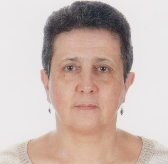 SOUAD HADJ-ALI MOUHOUB (Bordj Bou Arreridj, Argelia, 1955), es licenciada en Filología Hispánica por la Universidad de Argel. Profundizó sus estudios de filología y traducción durante cinco años en las Universidades Autónoma y Complutense de Madrid, gracias a una beca de cooperación que obtuvo de los gobiernos de Argelia y España.
